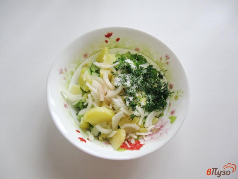 Фото приготовление рецепта: Салат из свежих огурцов и картофеля шаг №6