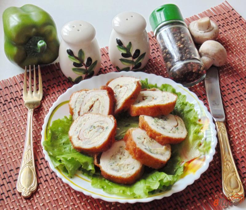 Фото приготовление рецепта: Куриные рулетики с грибами и яйцами шаг №8