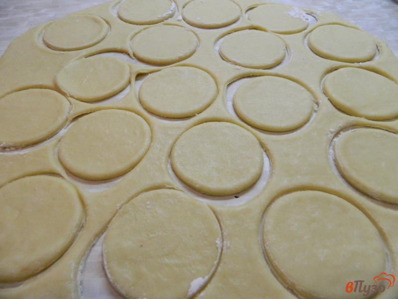 Фото приготовление рецепта: Печенье сахарное на сметане шаг №4
