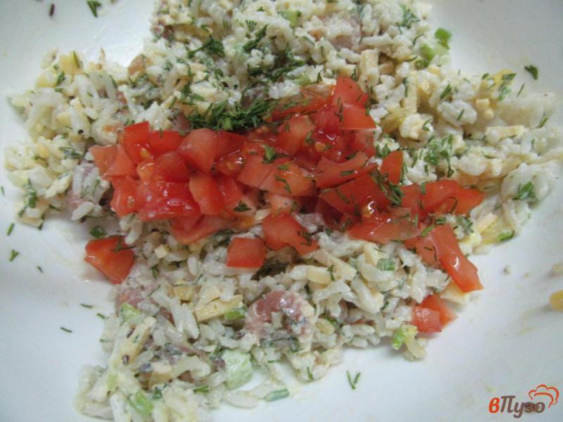 Фото приготовление рецепта: Салат из риса с горбушей шаг №6