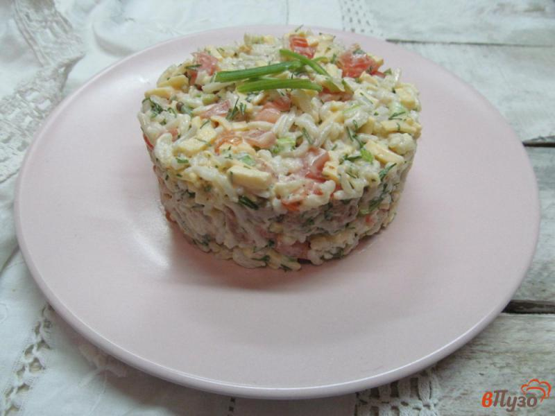 Фото приготовление рецепта: Салат из риса с горбушей шаг №7