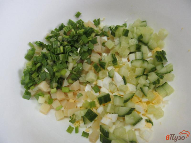 Фото приготовление рецепта: Салат «минутка» из картофеля с огурцом и оливками шаг №2