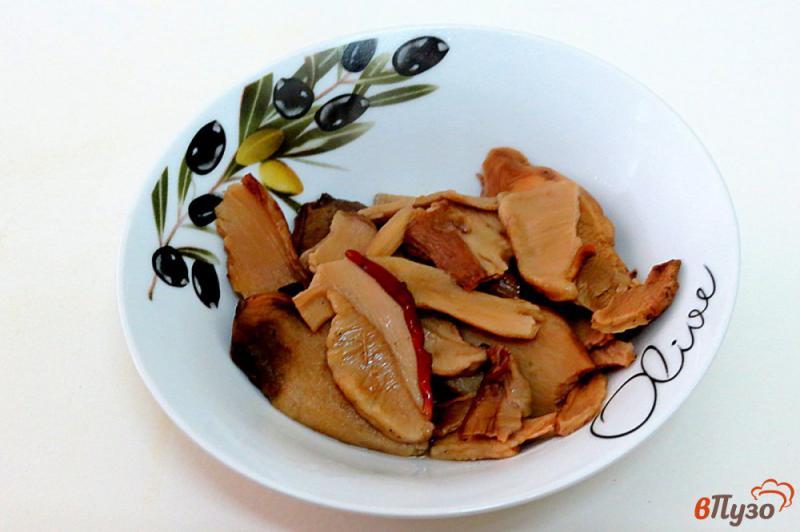 Фото приготовление рецепта: Суп затируха с белыми грибами шаг №2