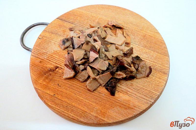 Фото приготовление рецепта: Суп затируха с белыми грибами шаг №3