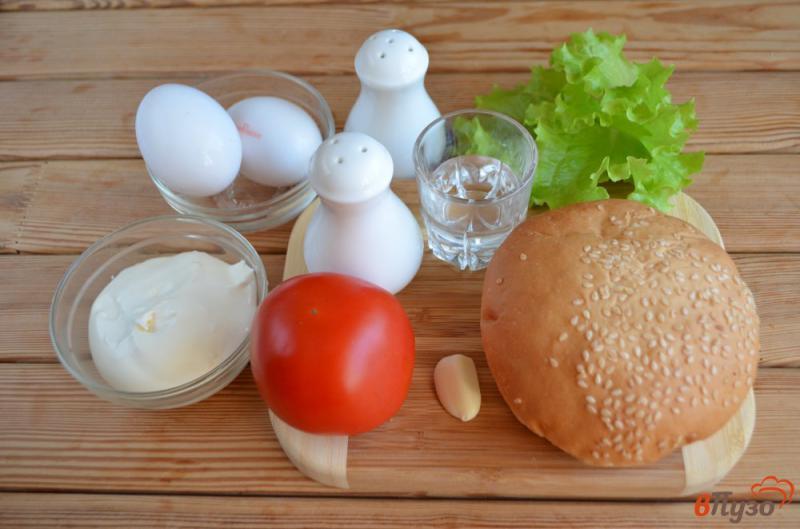Фото приготовление рецепта: Бургер с яйцом-пашот шаг №1