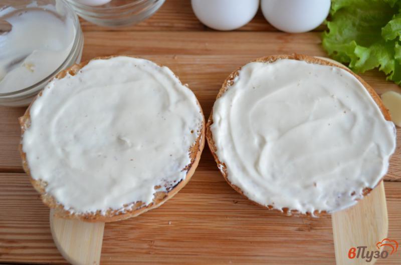 Фото приготовление рецепта: Бургер с яйцом-пашот шаг №4