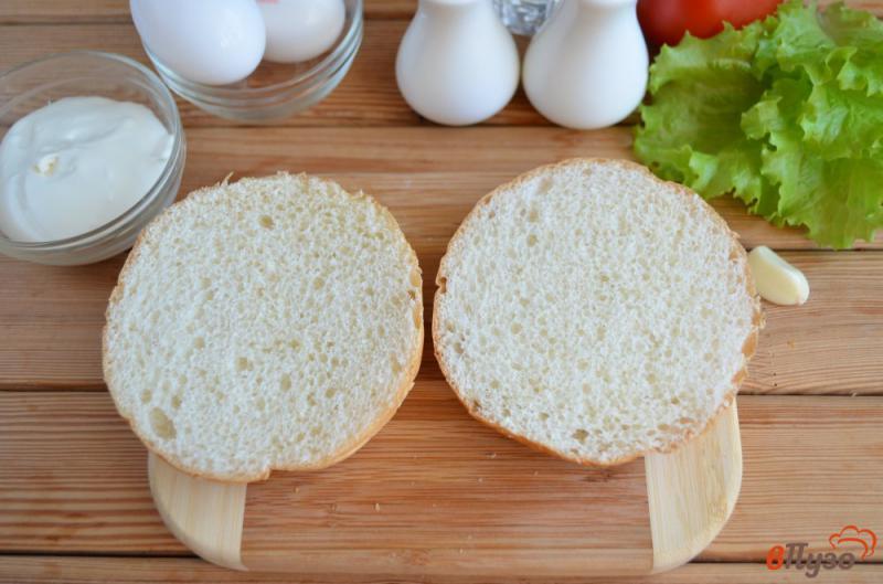 Фото приготовление рецепта: Бургер с яйцом-пашот шаг №2