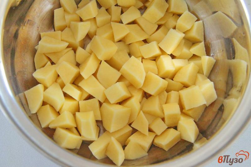 Фото приготовление рецепта: Сырный суп с грибами и вермишелью шаг №1