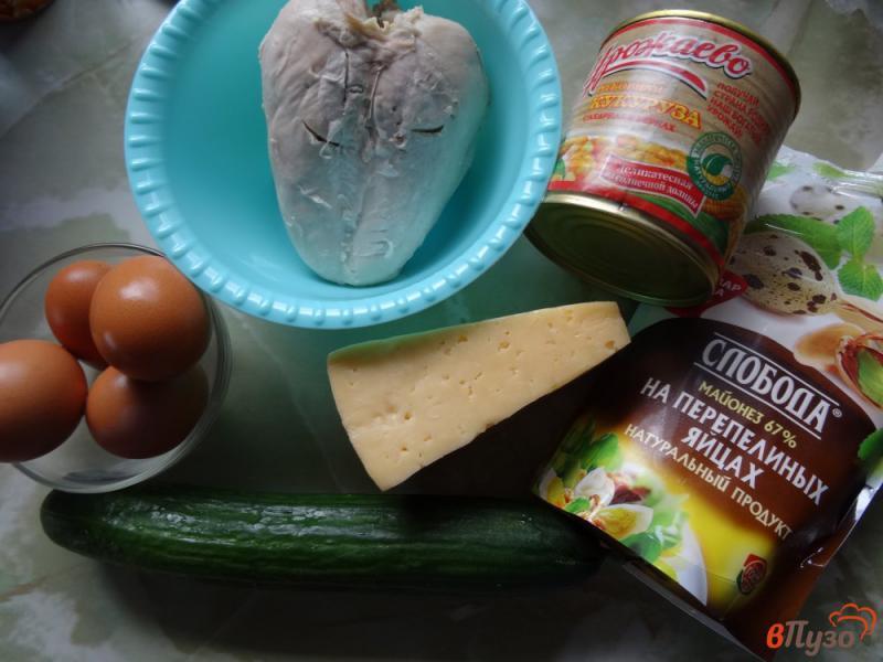 Фото приготовление рецепта: Слоеный салат с курицей и кукурузой шаг №1