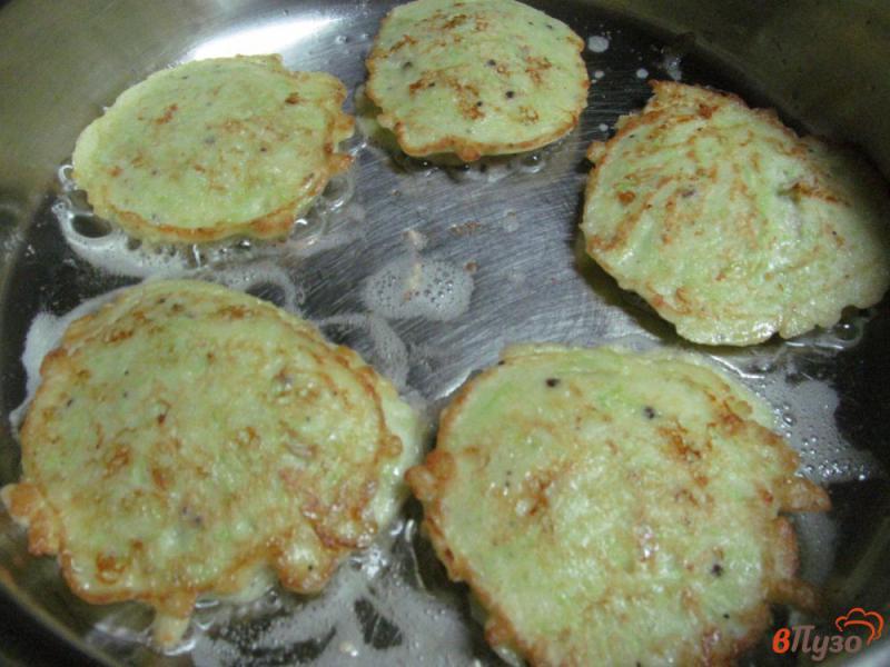 Фото приготовление рецепта: Кабачковые оладьи фаршированные мясным фаршем шаг №7