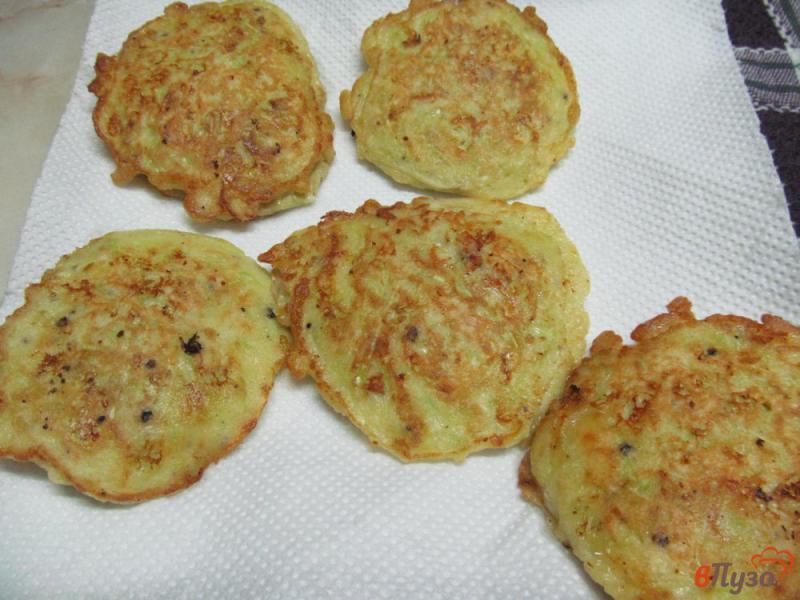 Фото приготовление рецепта: Кабачковые оладьи фаршированные мясным фаршем шаг №8