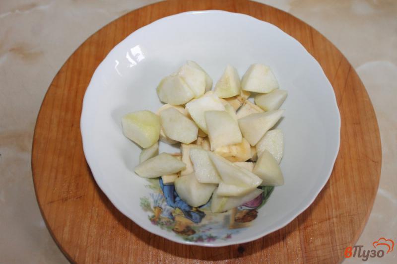 Фото приготовление рецепта: Фруктовый салат с грецкими орехами и йогуртом шаг №2