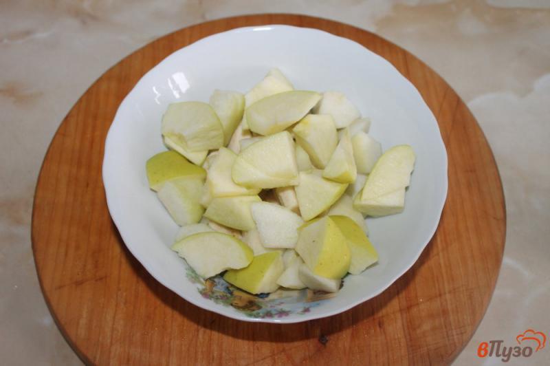 Фото приготовление рецепта: Фруктовый салат с грецкими орехами и йогуртом шаг №3