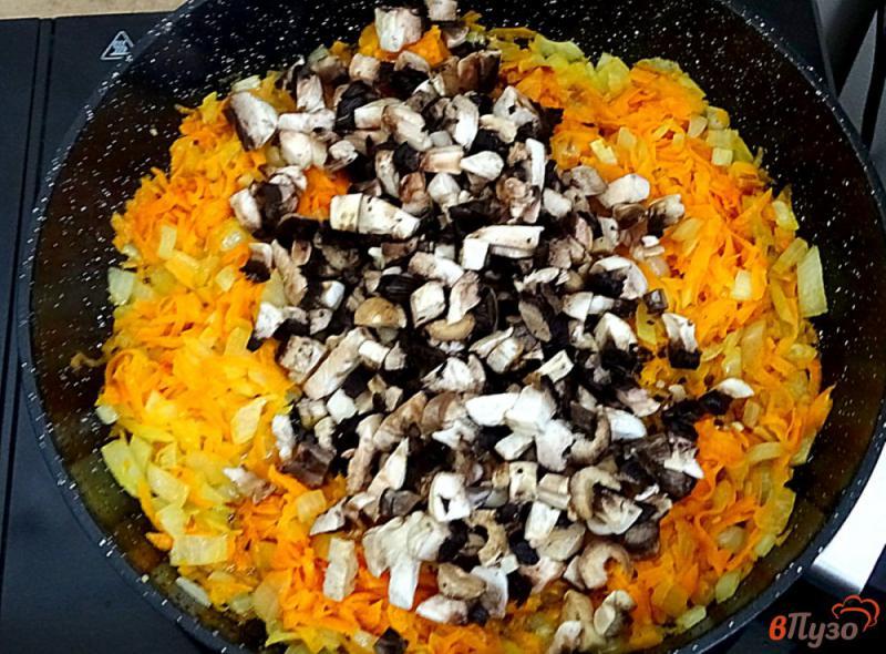 Фото приготовление рецепта: Ленивые голубцы рисом,фаршем и грибами шаг №4