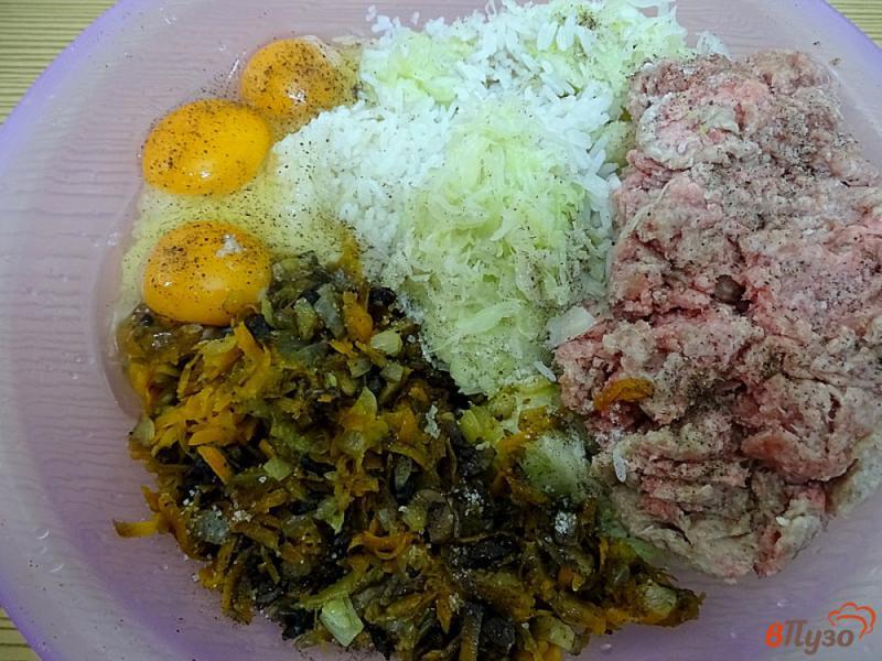 Фото приготовление рецепта: Ленивые голубцы рисом,фаршем и грибами шаг №7