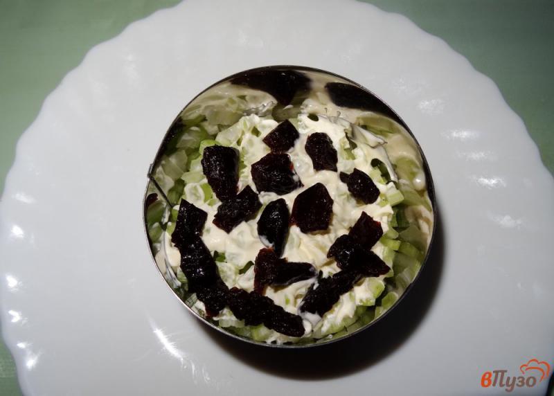 Фото приготовление рецепта: Салат с сельдереем, яблоком и сыром шаг №6