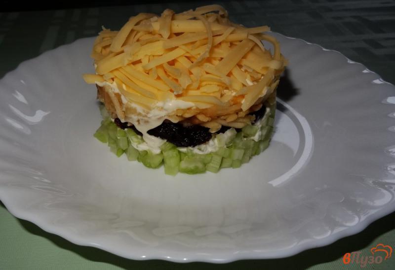 Фото приготовление рецепта: Салат с сельдереем, яблоком и сыром шаг №12