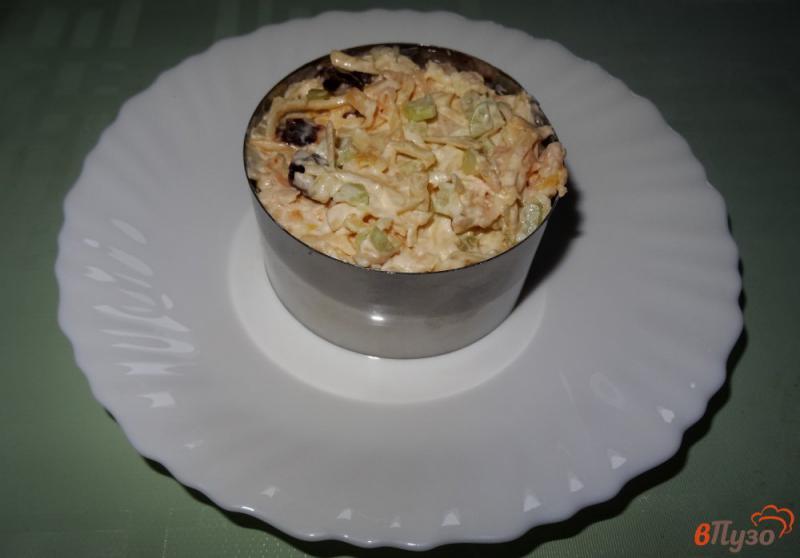 Фото приготовление рецепта: Салат с сельдереем, яблоком и сыром шаг №14