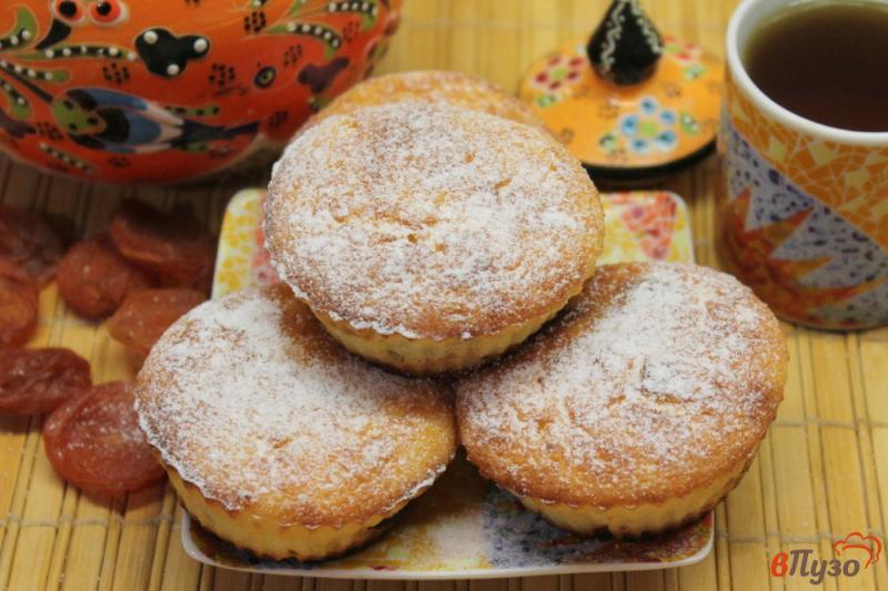 Фото приготовление рецепта: Творожные кексы с курагой шаг №7