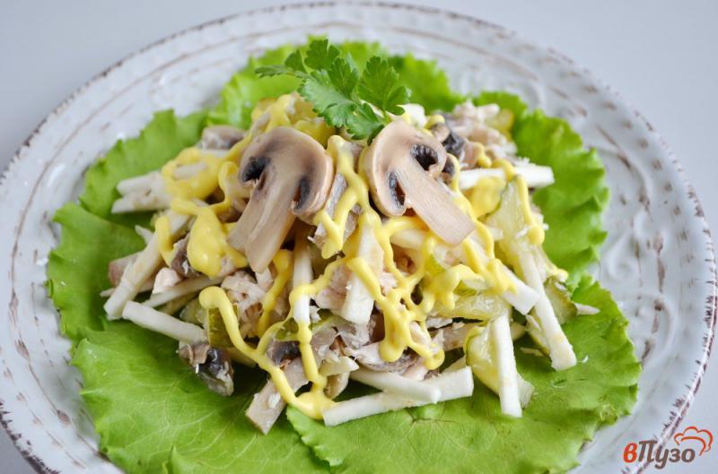 Фото приготовление рецепта: Салат куриный с сельдереем и грибами шаг №5