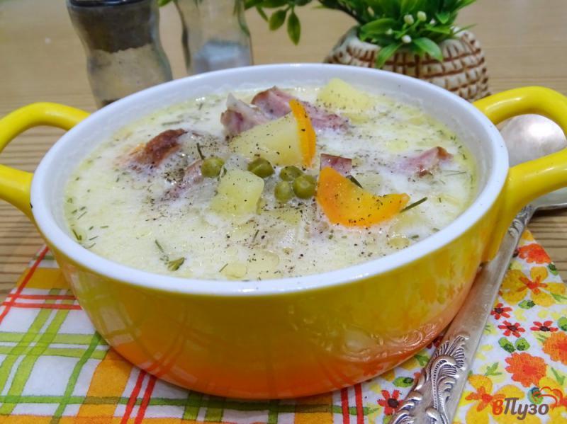 Фото приготовление рецепта: Суп с копчёной колбасой и плавленым сыром шаг №9