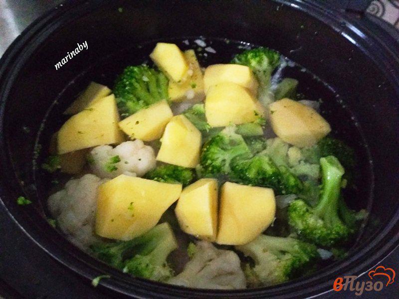 Фото приготовление рецепта: Суп-пюре из брокколи и цветной капусты с курицей шаг №6