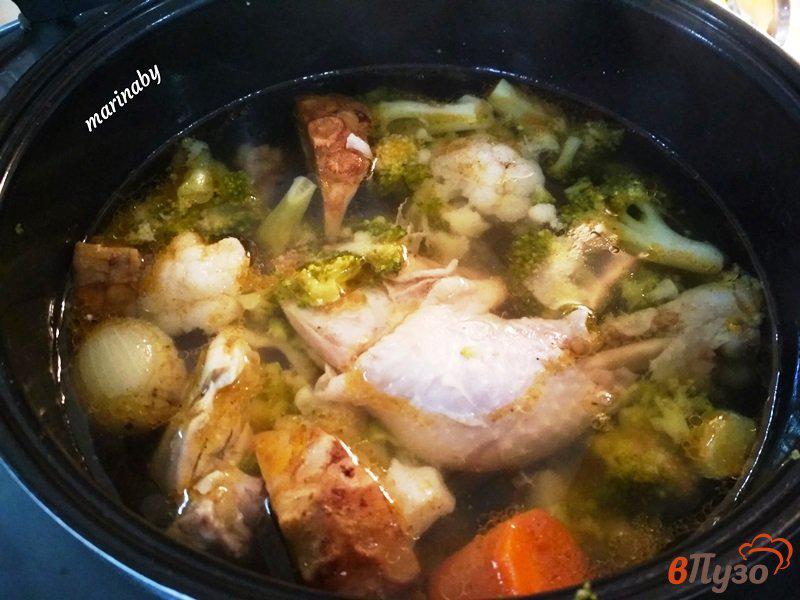 Фото приготовление рецепта: Суп-пюре из брокколи и цветной капусты с курицей шаг №7