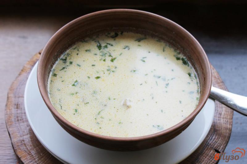 Фото приготовление рецепта: Сливочный суп с сыром, грибами и курицей шаг №7