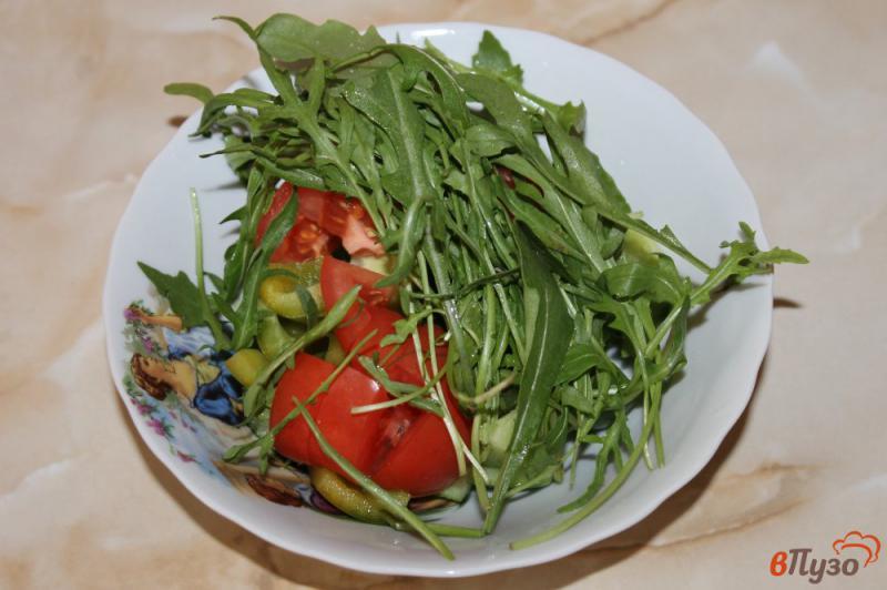 Фото приготовление рецепта: Салат из рукколы с брынзой шаг №4