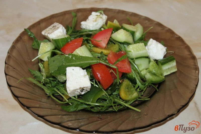 Фото приготовление рецепта: Салат из рукколы с брынзой шаг №5