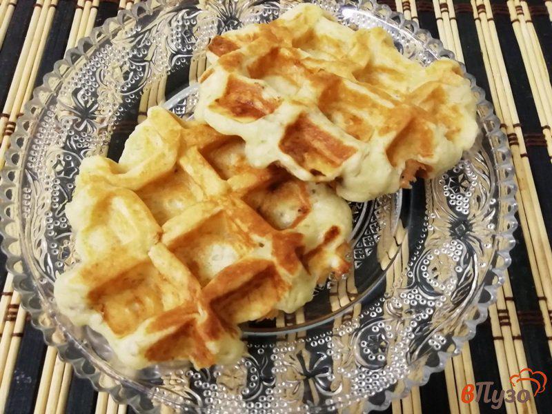 Фото приготовление рецепта: Банановые вафли с творогом шаг №5