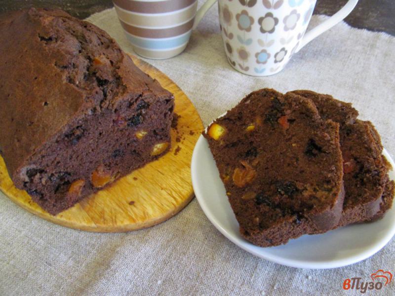 Фото приготовление рецепта: Шоколадный пирог с мандарином и сухофруктами шаг №12