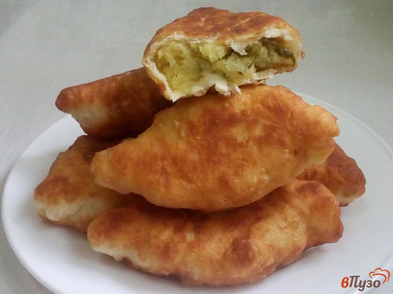Фото приготовление рецепта: Пирожки с маринованными огурцами шаг №14