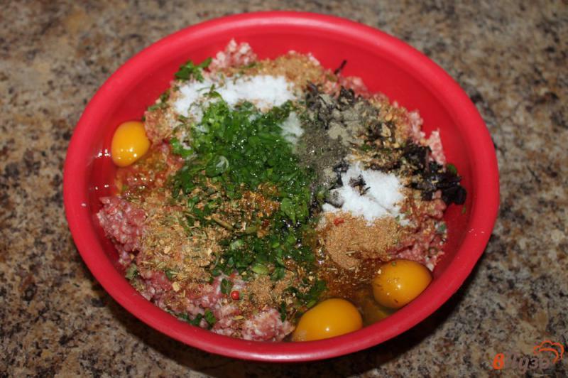 Фото приготовление рецепта: Люля кебаб из свинины с зеленью шаг №4