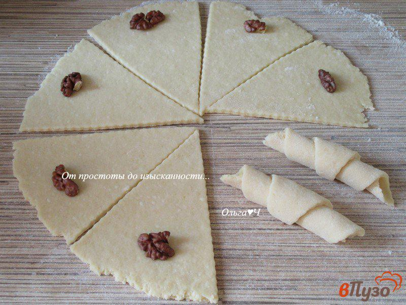 Фото приготовление рецепта: Творожные трубочки с грецкими орехами шаг №4