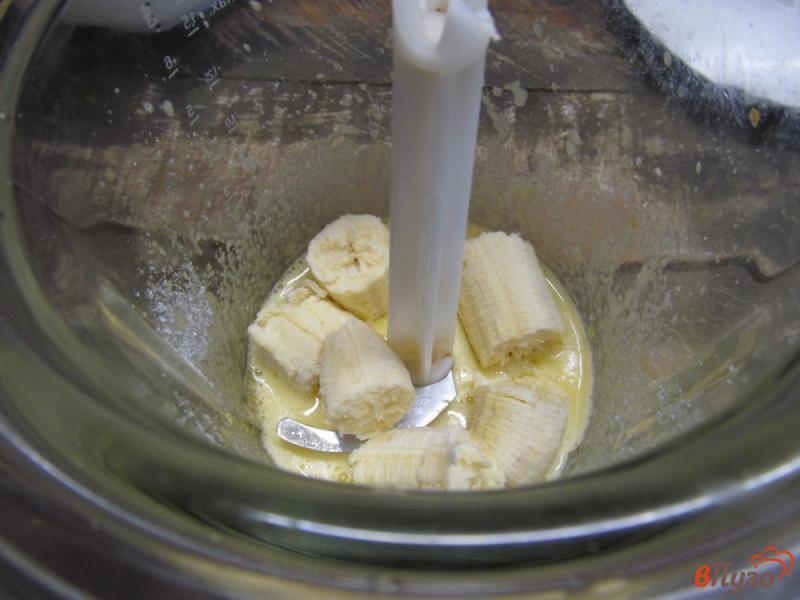 Фото приготовление рецепта: Банановый рулет с творожной начинкой шаг №3