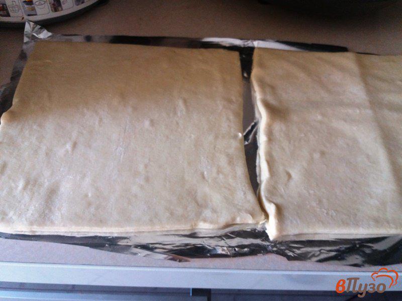 Фото приготовление рецепта: Конвертики из слоеного теста с курицей и сулугуни шаг №1