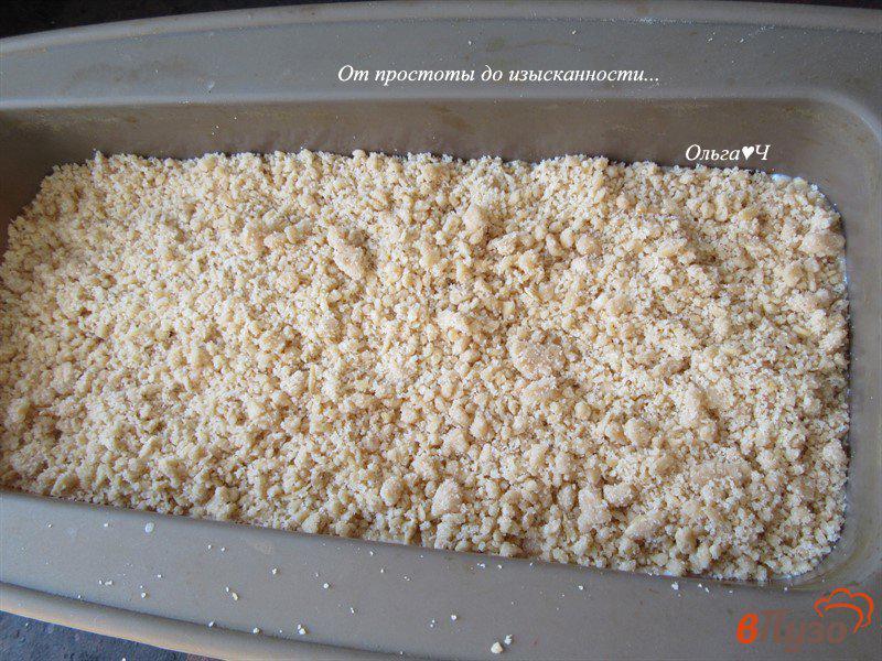 Фото приготовление рецепта: Овсяно-йогуртовый крамбль с вишней и корицей шаг №7