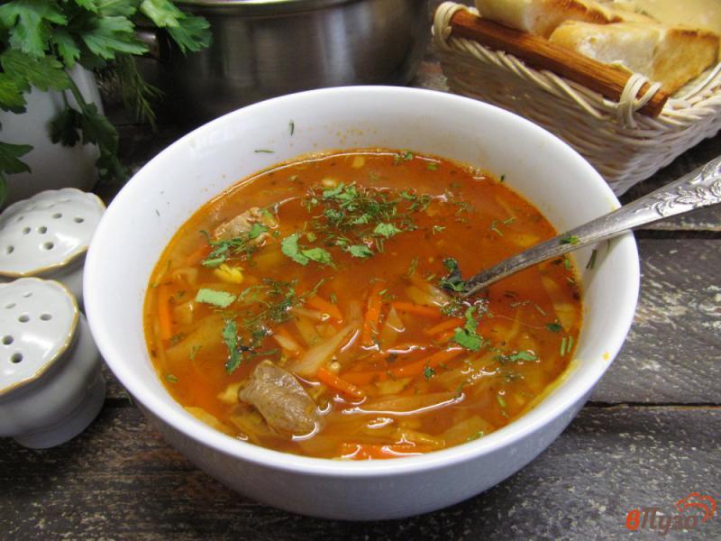 Фото приготовление рецепта: Капустный суп с чечевицей с куриным потрохами шаг №9