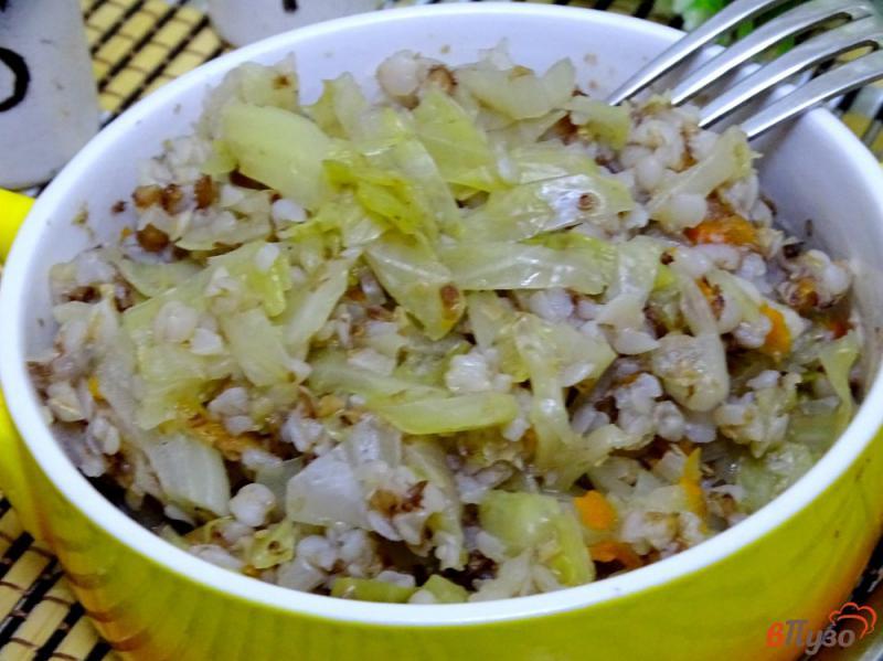 Фото приготовление рецепта: Гречка с капустой диетическая шаг №9