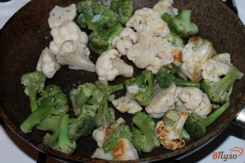 Фото приготовление рецепта: Брокколи и цветная капуста в соусе со сливочным сыром шаг №2