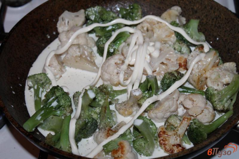 Фото приготовление рецепта: Брокколи и цветная капуста в соусе со сливочным сыром шаг №3