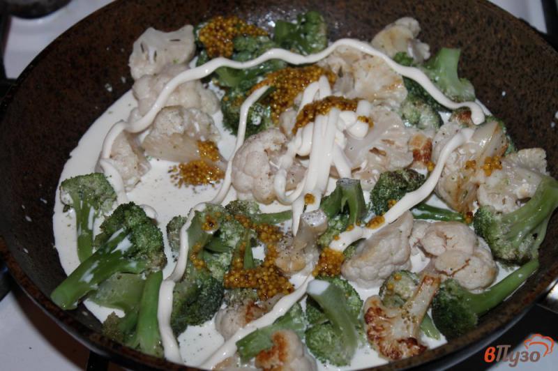 Фото приготовление рецепта: Брокколи и цветная капуста в соусе со сливочным сыром шаг №4