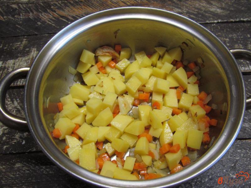 Фото приготовление рецепта: Картофельный суп с клецками из сыра шаг №2