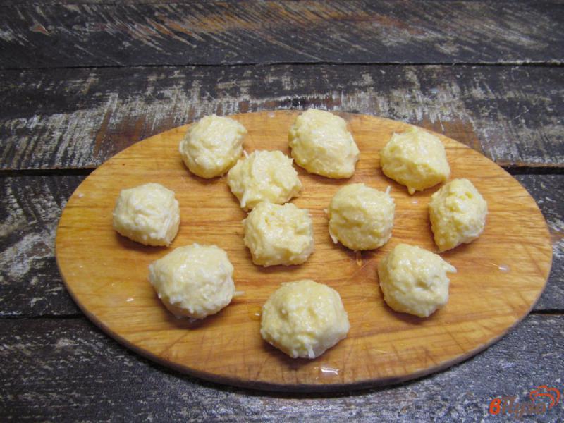 Фото приготовление рецепта: Картофельный суп с клецками из сыра шаг №6
