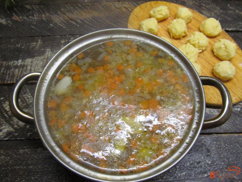 Фото приготовление рецепта: Картофельный суп с клецками из сыра шаг №7