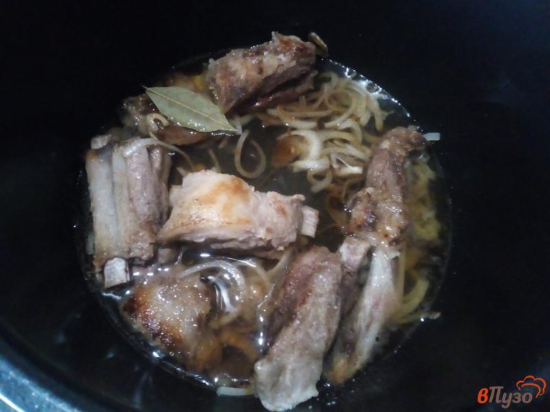 Фото приготовление рецепта: Свиные ребра тушёные в мультиварке-скороварке шаг №3