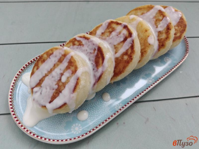 Фото приготовление рецепта: Сырники с манкой и сметаной шаг №8
