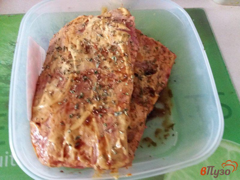 Фото приготовление рецепта: Запеченные свиные ребрышки в фольге шаг №5
