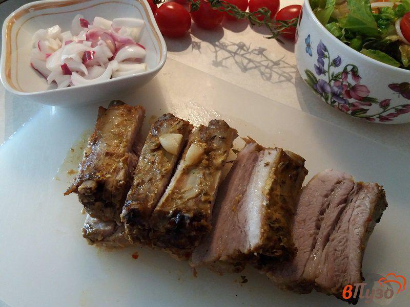 Фото приготовление рецепта: Запеченные свиные ребрышки в фольге шаг №10